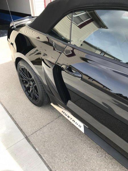 Modern Billet Edelstahl Rocker Panel Trim w / Mustang Logo (15-21 All) 397723