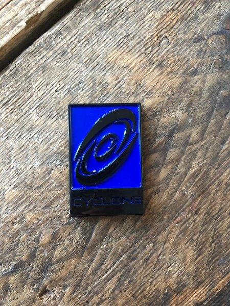 Cyclone Emblem blau schwarz